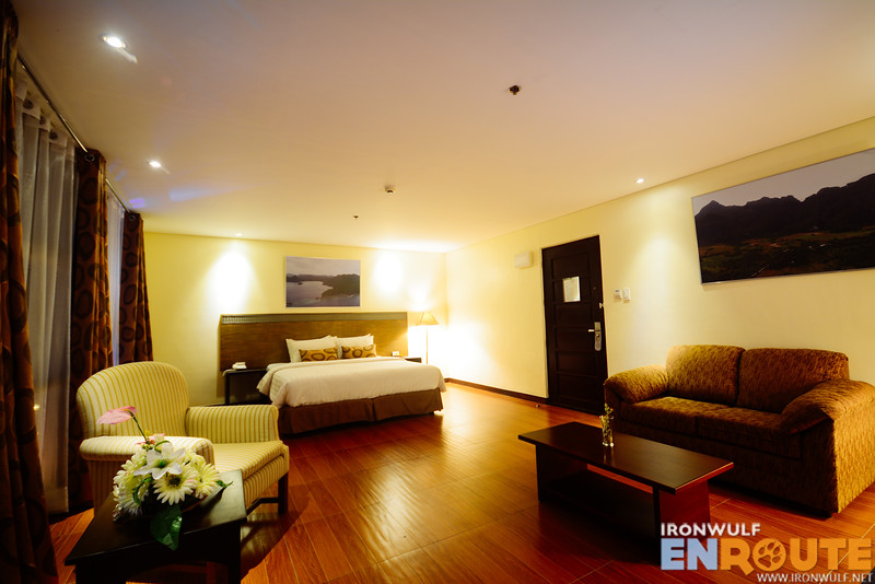 Huge Junior Suite room with a living room area