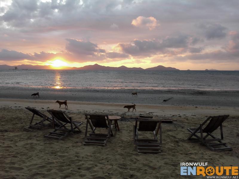 Sunrise at Tapik Beach El Nido