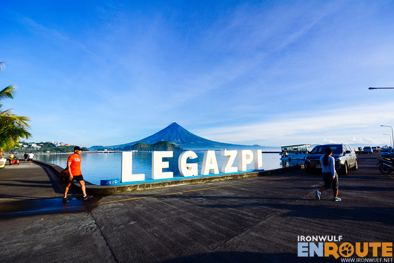 Morning at the Legazpi Boulevard
