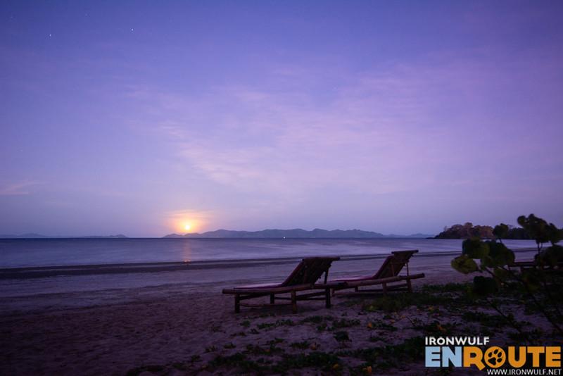 Moonrise at San Fernando beach