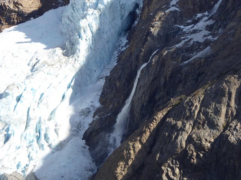 Piedras Blancas glacier waterfall