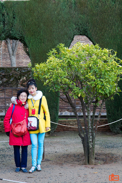 Rosa and her mother in the Alhambra. The Alhambra has been the site of both Moorish and Spainish (Christian) Kings for over 800 years.