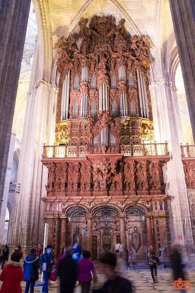 The huge organ of the Cathedral of Seville.