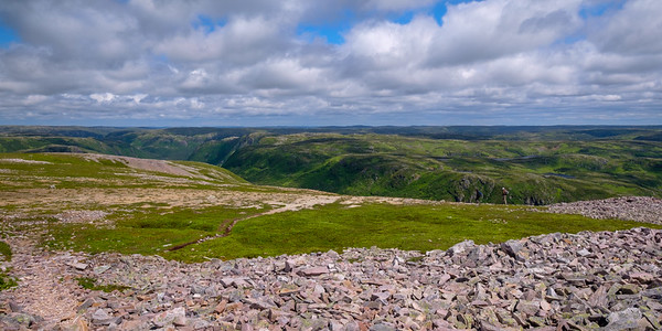 Looking inland from the top of Gros Morne Mountain towards the Long Range Mountains (which are geologically completely different from Gros Morne Mountain itself.)