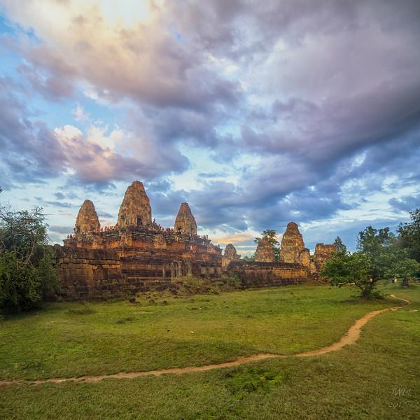 Prae Roup Temple at sunset