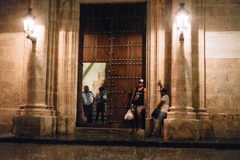 Finding shelter from a sudden shower - Plaza de Armas, Havana, Cuba, November 2017