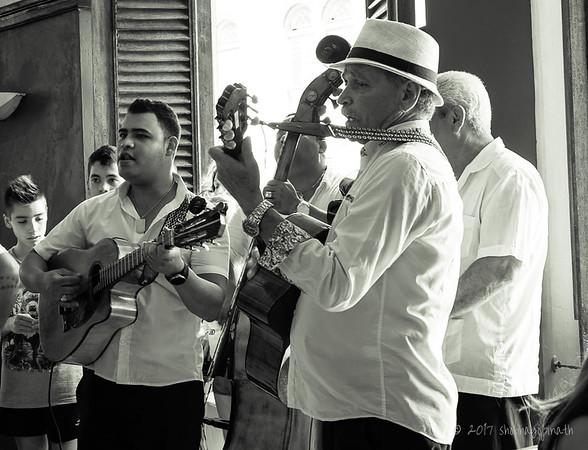 At Dos Hermanos, Havana