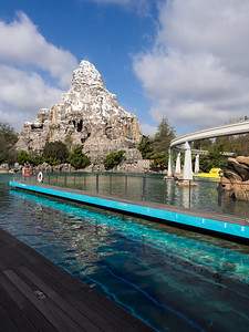 Looking at the Matterhorn from the Finding Nemo ride