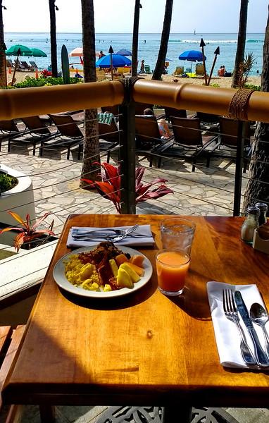 Waikiki Outrigger, Duke's breakfast buffet