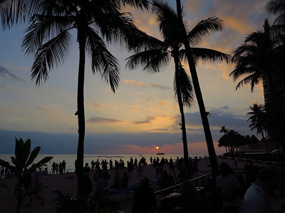 Waikiki Outrigger, sunset groupies