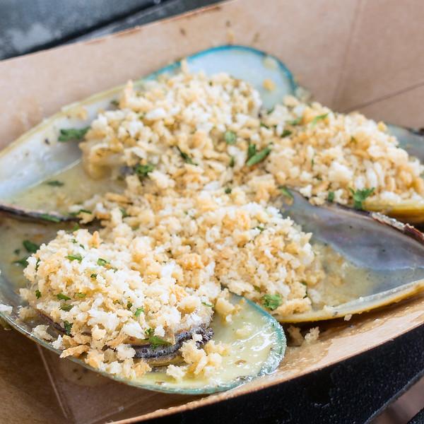 New Zealand: Steamed Green Lip Mussels