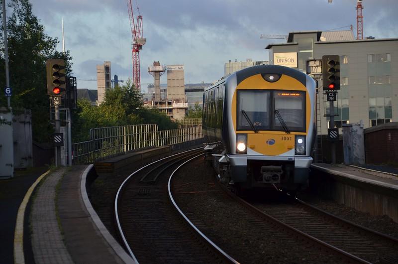 3001 arrives at Yorkgate, 0645 Great Victoria Street / Larne Town. Fri 04.08.17