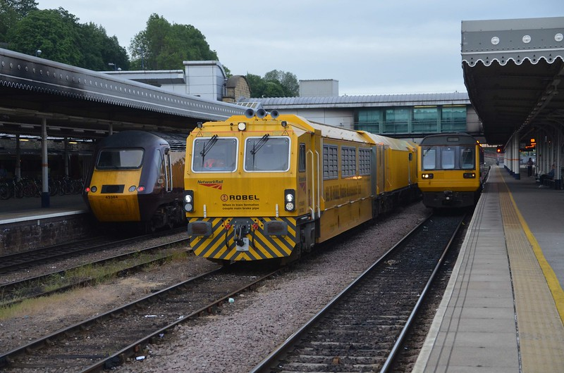 43285 waits at Sheffield with the 0600 Leeds / Plymouth , DR97805 waits on the middle road and 142017 waits to work the 0652 to Adwick. Fri 02.06.17