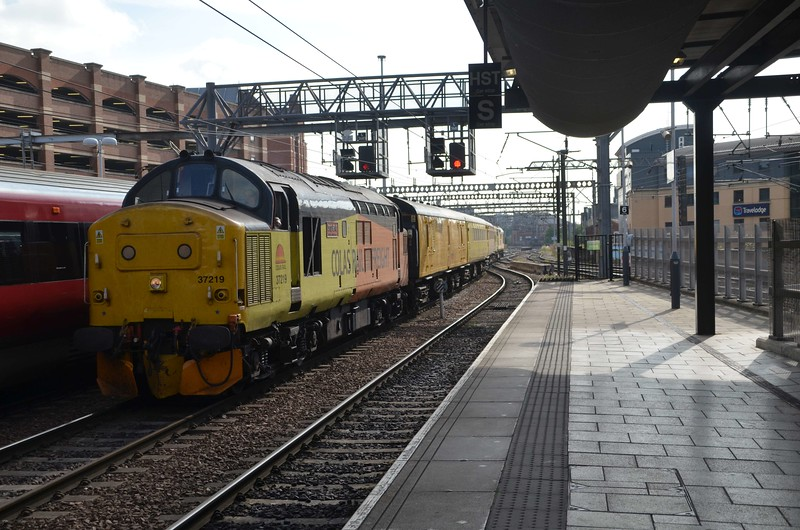 37219 + 37716 top and tail a Network Rail test train passing through Leeds, 2116 (Weds) Doncaster West Yard / Doncaster West Yard. Thurs 01.06.17