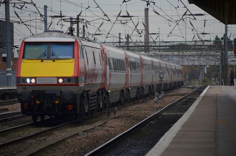 91118 hammers through Doncaster, 0900 London Kings Cross / Edinburgh Waverley. Weds 01.11.17