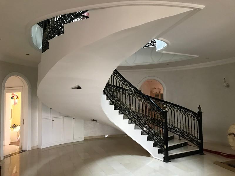 Katarský dům schodiště