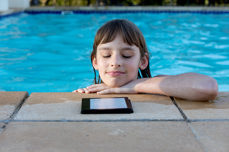 Timea Jarosova reading Kindle in the pool