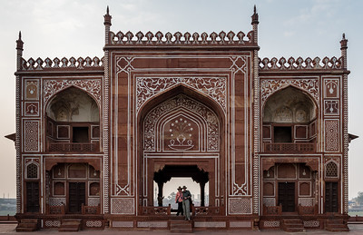 Sue and Sam at the river gate, part of the Itmad-ud-Dauluh (aka the Baby Taj) complex.