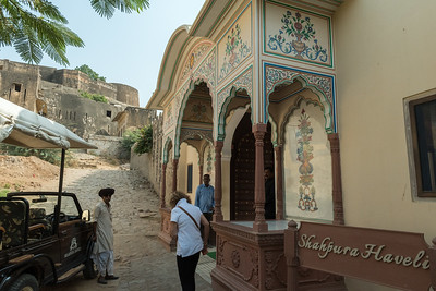 Arriving for lunch at Shahpura Haveli, Rajasthan.