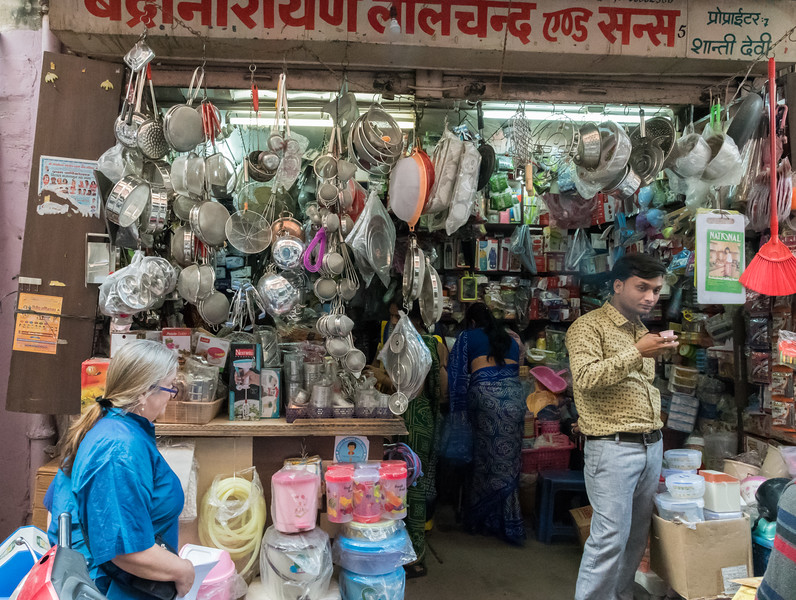 Pam shops for gifts in Jaipur's bazaar.
