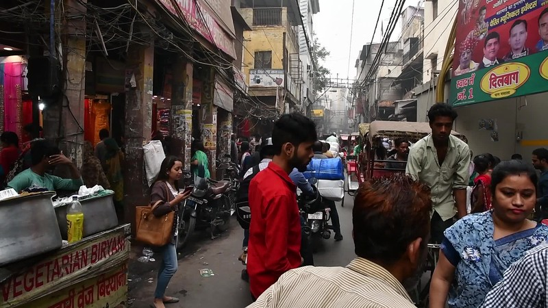 (Movie) Rickshaw tour in the streets of Old Delhi.