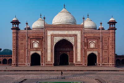 Mosque of the Taj Mahal.