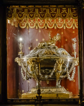 Under the high altar of the basilica is the Crypt of the Nativity or Bethlehem Crypt, with a crystal reliquary designed by Giuseppe Valadier said to contain wood from the Holy Crib of the nativity of Jesus Christ.  Here is the burial place of Saint Jerome, the 4th-century Doctor of the Church who translated the Bible into the Latin language (the Vulgate).