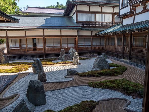 Fukuchiin Monastery rock garden