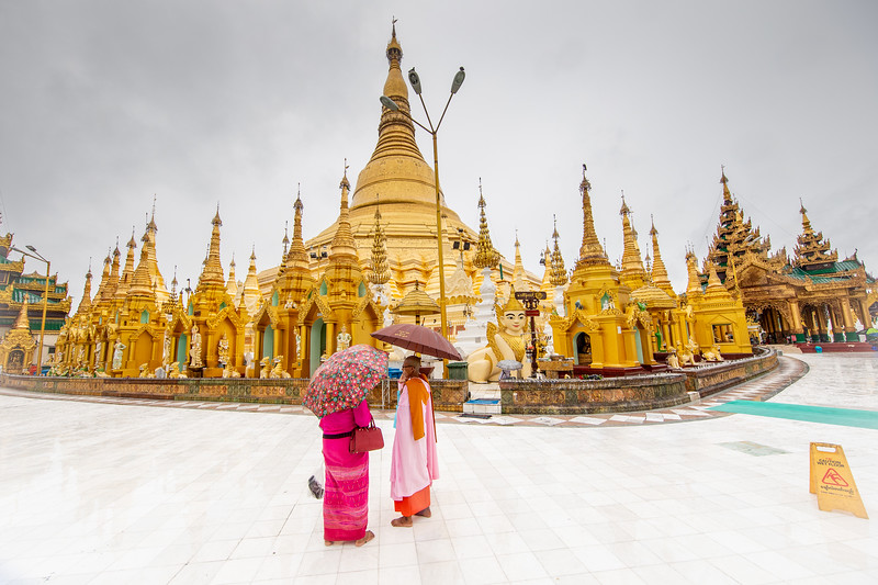 Yangon Schwedagon Pagoda rain