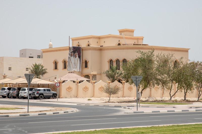 Katarský dům s portrétem emíra