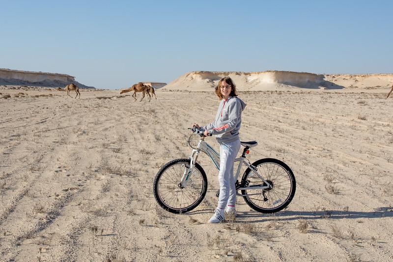 Tímea Jarošová bicykl poušť Zekreet velbloudi Katar