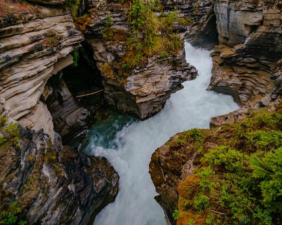 Main Athabaska Falls channel.