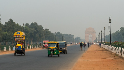 Rajpath leading to India Gate, in Delhi smog.