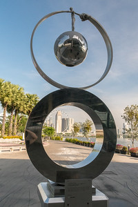 """What goes around comes around"", a sculpture in Marina Bay Gardens, Singapore"