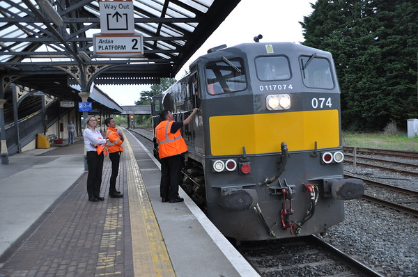 074 stands on the down platform at Dundalk having arrived from Connolly to rescue the failed Enterprise set. Sun 11.08.19