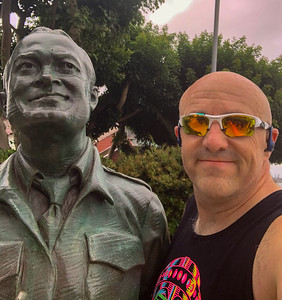 San Diego Bay Run - Bob Hope Statue