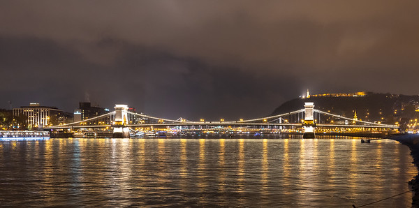 Night view of the Chain bridge over the Danube, Budapest.