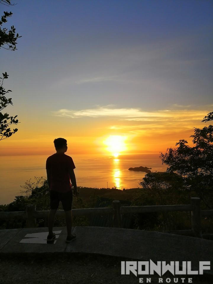 Mervin's Pinoyadventurista enjoying the sunset