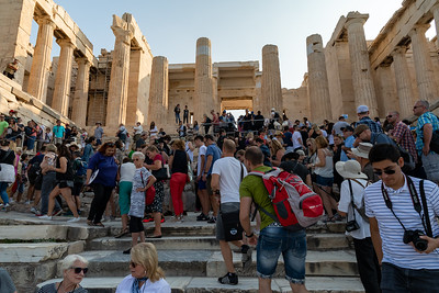Why it's not a good idea to visit the Acropolis after about 9 or 10am.