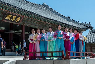 A group of tourists pose at Gyeongbokgung palace.