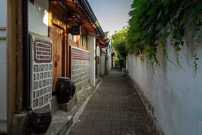 A pretty alley in the Bukchon neighborhood of Seoul.