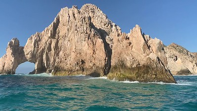El arco del Los Cabos, Mexico. Note the sea lions on the rock at far left, middle of the video.