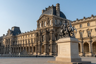 Early morning light at Le Louvre.