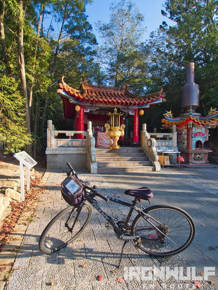 First stop at Jianjing Temple with the bike rental