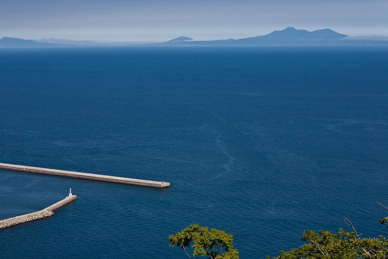 Overlooking Kunashiri Island - Shiretoko, Hokkaido, Japan, July 2010<br /> 羅臼の展望台から国後半島を一望する