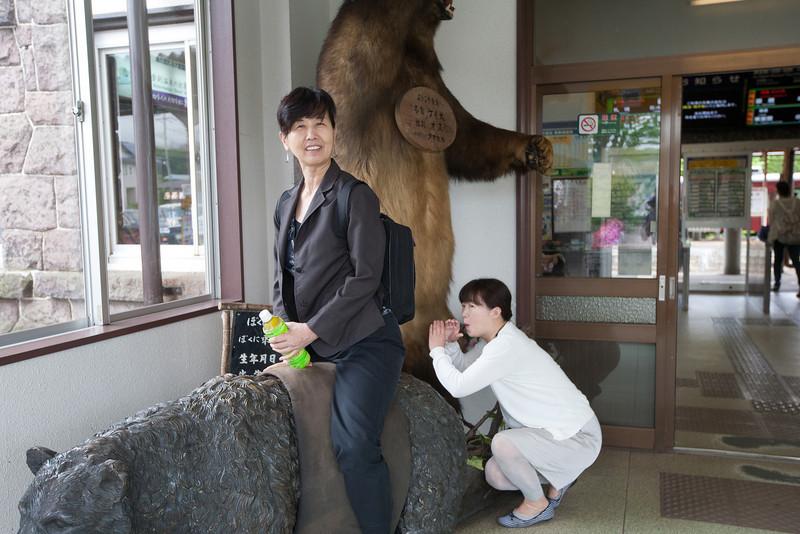 登別駅舎にて(あ〜っ!) - Noboribetsu, Hokkaido, July 2010