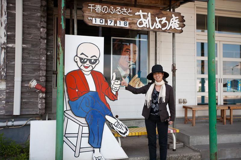 しっかり親指を上げて記念撮影 - Ashoro, Hokkaido, July 2010