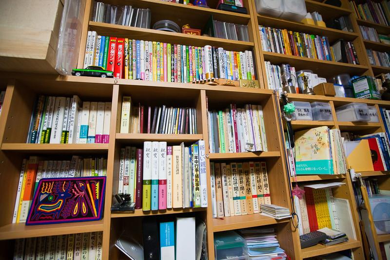 コンちゃんズ・ワンダールーム。本がもっとたくさんある - Shorakuji, Hokkaido, July 2010