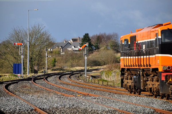 073 passes Tipperary, recreating a scene from the 1980's & 90's. Thurs 20.02.20