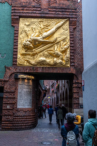 Gold-leaf sculpture of Lichtbringer (light bringer), at the arched entryway to Böttcherstrasse, Bremen.